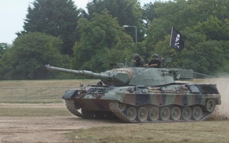 Turecko se musí soustředit na vývoj domácích autonomních tanků. Je nutno více investovat do zbrojního průmyslu, prohlásil prezident Erdogan