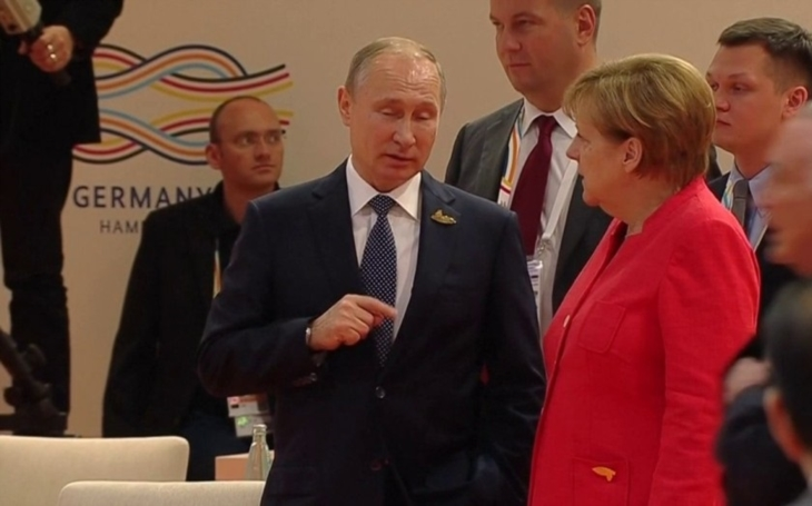 Merkelová se sešla s Putinem, jednají o Ukrajině i Sýrii