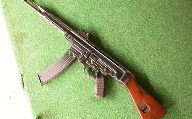 Útočná puška Sturmgewehr 44 v akcii