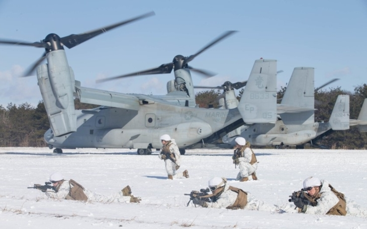 Americké námořnictvo testovalo výsadek ze vzduchu  ze stroje Bell Boeing V-22 Osprey