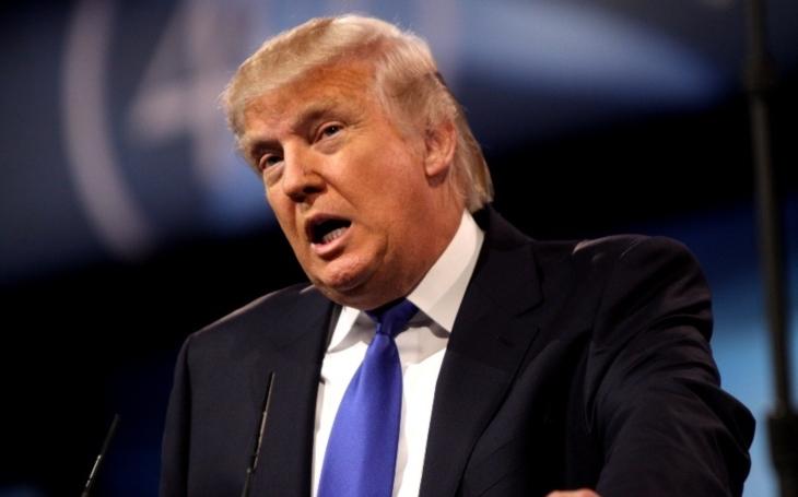 Trump v tweetu pohrozil &quote;zavedením daně&quote; na auta dovážená z EU
