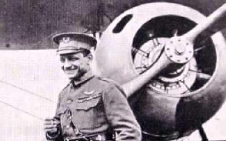 Stíhací ,,eso es&quote;, na kterého si sáhla smrt. Edward Rickenbacker se stal nejúspěšnějším americkým pilotem v první světové válce