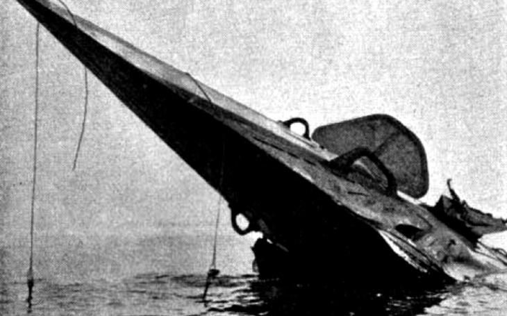Když nejde použít torpéda, bojuje správný japonský ponorkář jako korzár se samurajským mečem v ruce