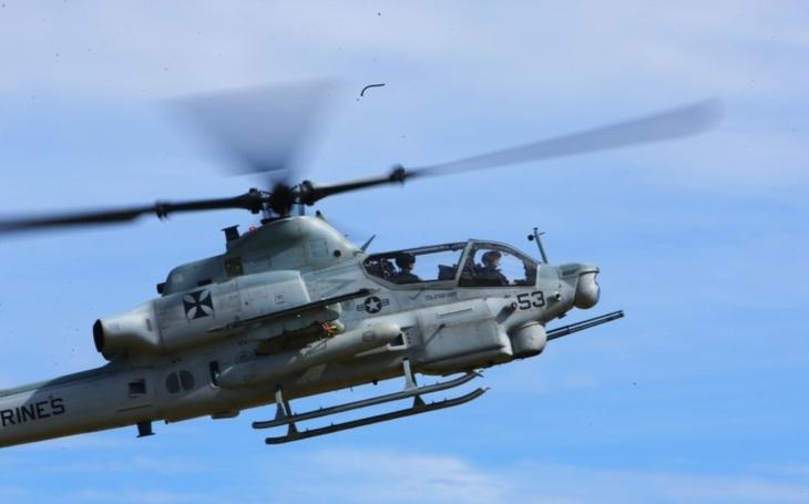 Rumunská delegace navštívila Bell, aby viděla AH-1Z a UH-1Y v akci