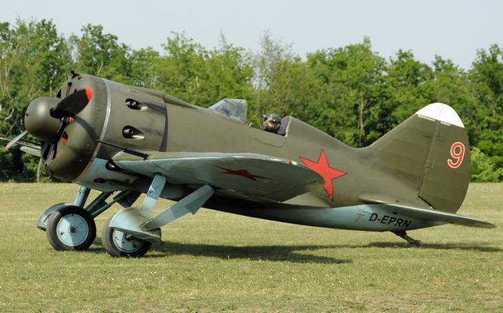 Jednomístný stíhací i bombardovací letoun Polikarpov I-16