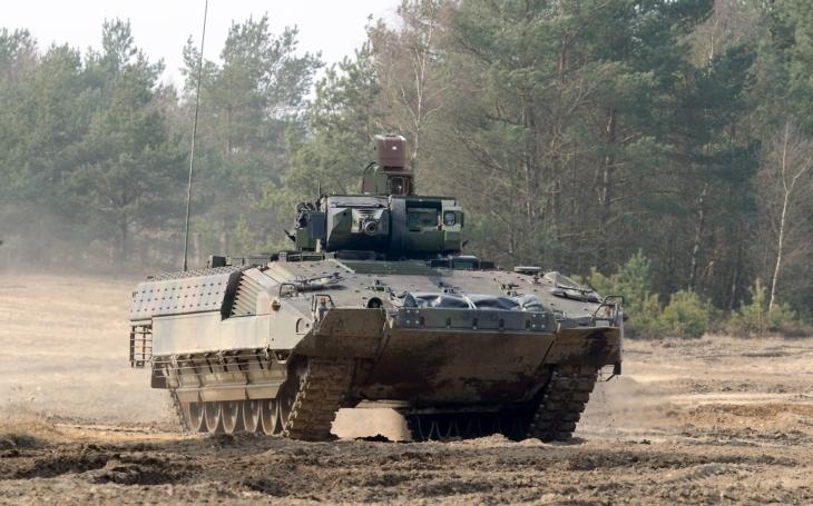 Zakázka na BVP: Armáda vyřadila z tendru nejbezpečnější vozidlo. Nerozumím tomu, říká v rozhovoru odborník na armádu Jaroslav Macošek