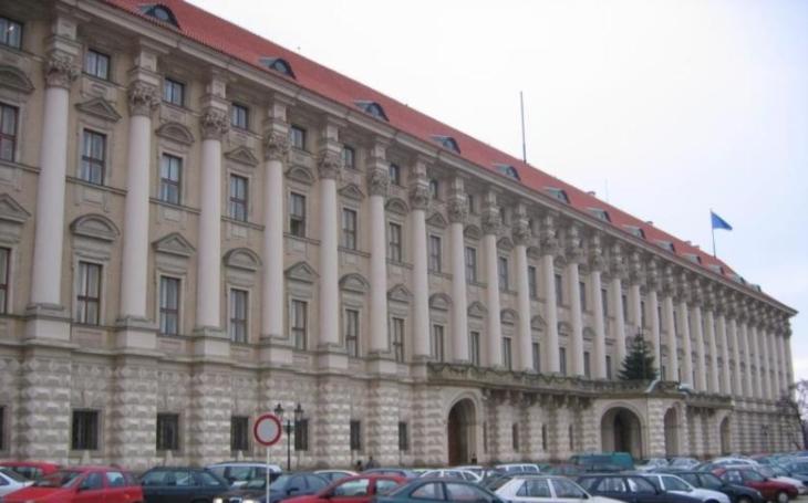 Tři vyhoštění ruští diplomaté opustí do dneška ČR, věří české MZV