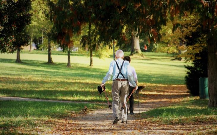 Experti: Oddělní důchodového účtu od rozpočtu problémy nevyřeší