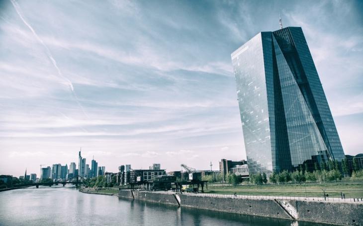 ECB se obává obchodní války i silného eura, vyplynulo ze zápisu