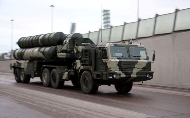 Protivzdušný systém S-400 rozmístěný na Krymu může zasáhnout jakýkoliv vzdušný cíl v centrální Ukrajině, obává se předseda Národní bezpečnostní a obranné rady Ukrajiny