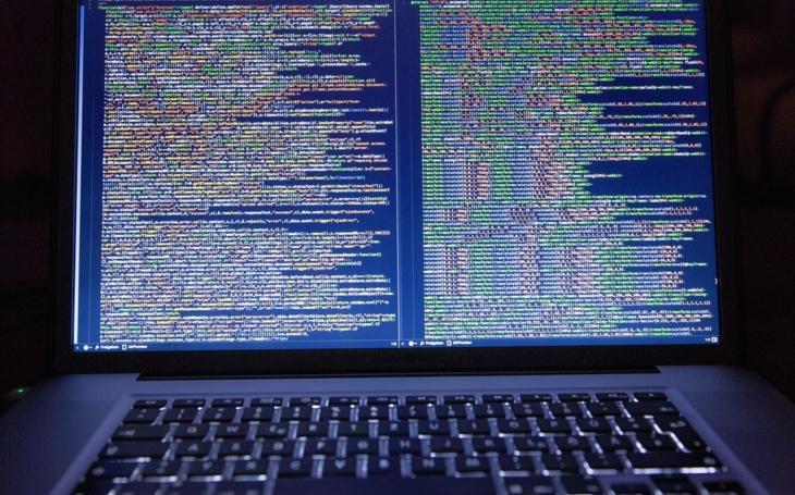 USA a Británie varují před útokem ruských hackerů na internetu