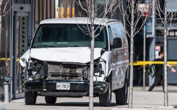 Řidič dodávky zabil v Torontu deset lidí, s teroristy spojen není