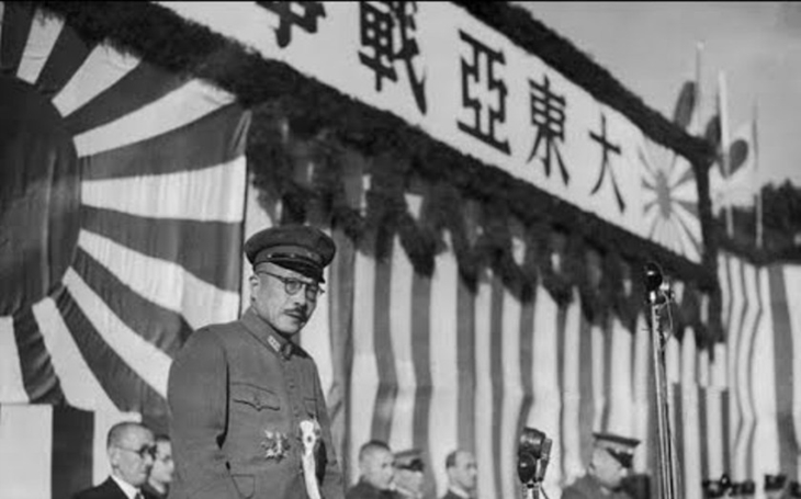 Japonský válečný zločinec Hideki Tódžó chtěl spáchat sebevraždu, zachránila ho americká krev.  Svému trestu však stejně neušel
