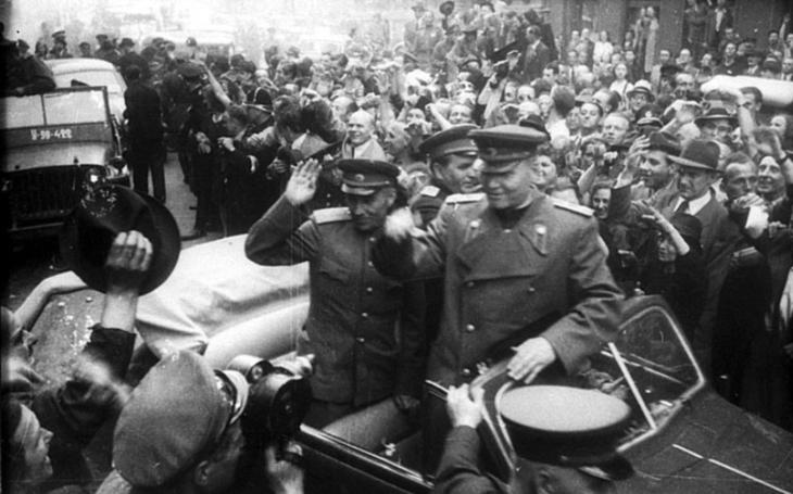 Kdo chce zpochybňovat výrazný podíl Rudé armády na osvobození Československa? (komentář Lumíra Němce)