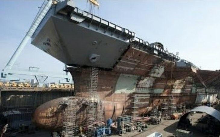 Nová letadlová loď amerického námořnictva USS John F. Kennedy je již ze tří čtvrtin strukturálně hotová