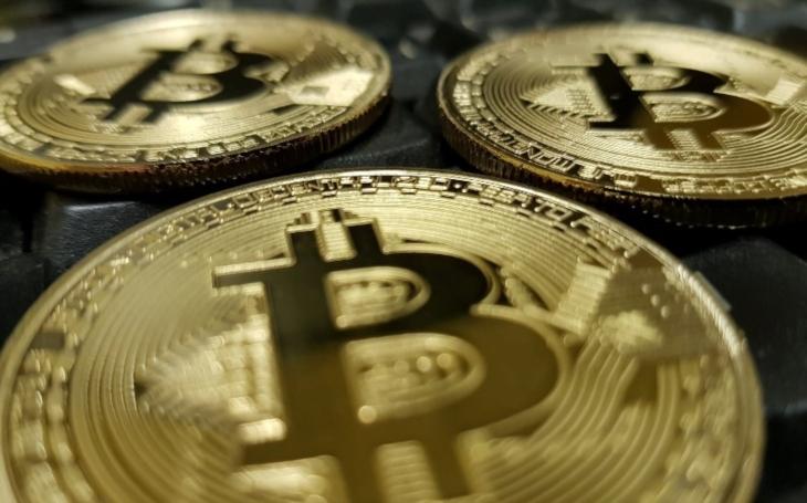 Buffett a Gates se přidali ke kritikům bitcoinu