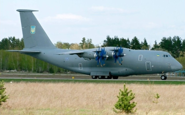 VIDEO: Nové ukrajinské transportní letouny zaujaly na airshow v Antalyi. Pozornost budil i společný turecko-ukrajinský projekt An-188