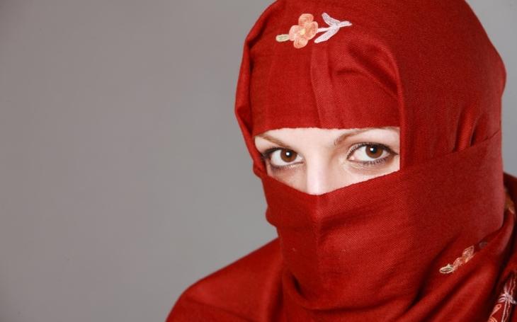 Soud: Vyučovat s muslimským šátkem v Berlíně je zakázáno