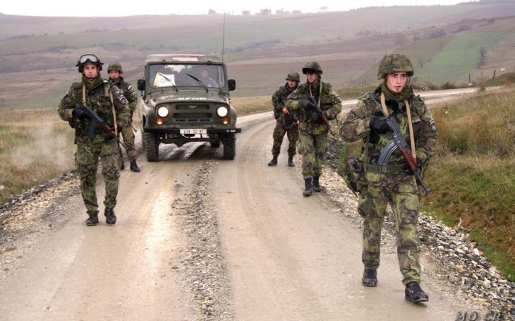 Koalice chce dávat 1,4 procenta HDP na obranu až v roce 2021