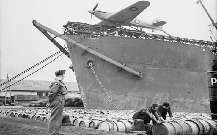 Příběh posádky torpédované britské lodi Empire Wave: Omrzliny, amputace a halucinace na širém moři