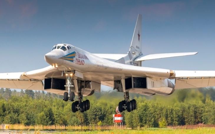 Ruský strategický bombardér Tu-160 má namířeno do Arktidy