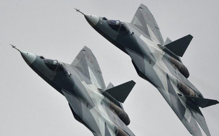Neobvyklé video dvou Su-57 pohledem dronu