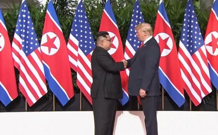 Náhlé zmoudření severokorejského diktátora, nebo jen rafinovaná hra s úsměvy pro média?