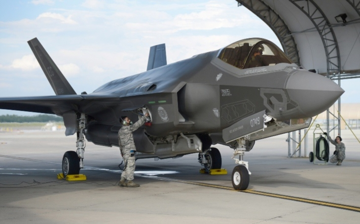 Velká Británie do roku 2022 zdvojnásobí počet letounů F-35