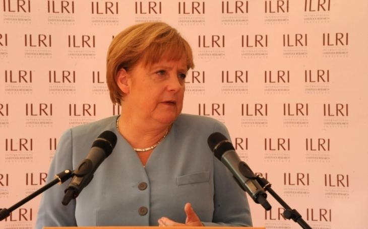 Angela Merkelová se dokonale odkopala. Nezvládla migrační krizi, teď falešně mistruje historii