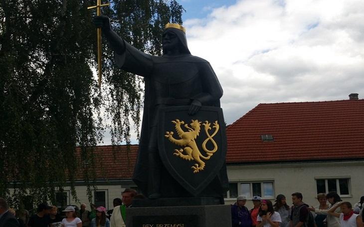 Stopa českého krále Přemysla II. Otakara v Rakousku – kromě sochy dostal Marchegg i ostatky krále