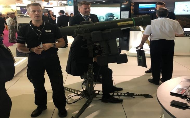 Dvořáček na ministerstvu obrany dál zarputile prosazuje předražené protiraketové systémy od SAABu