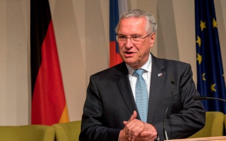 Bavorský ministr chce zastavit migranty přicházející přes Česko