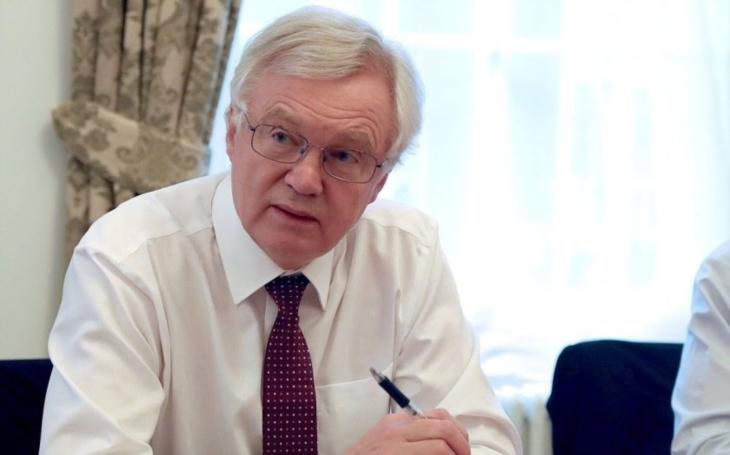 Britský ministr pro brexit Davis rezignoval po sporu s Mayovou