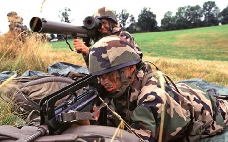 Francie zrušila zákaz vývozu zbraní do Ázerbájdžánu