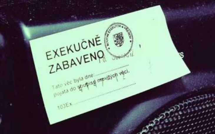 Na majetek jednoho z důležitých hráčů v předražené zakázce na nákup protiletadlových kompletů RBS 70 od švédské firmy SAAB je vedena exekuce
