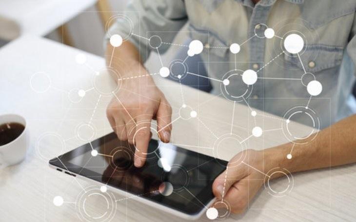 Společnost Accenture připravuje lidi na práci v digitálním věku: do vzdělávacích a školících projektů investuje 200 milionů USD