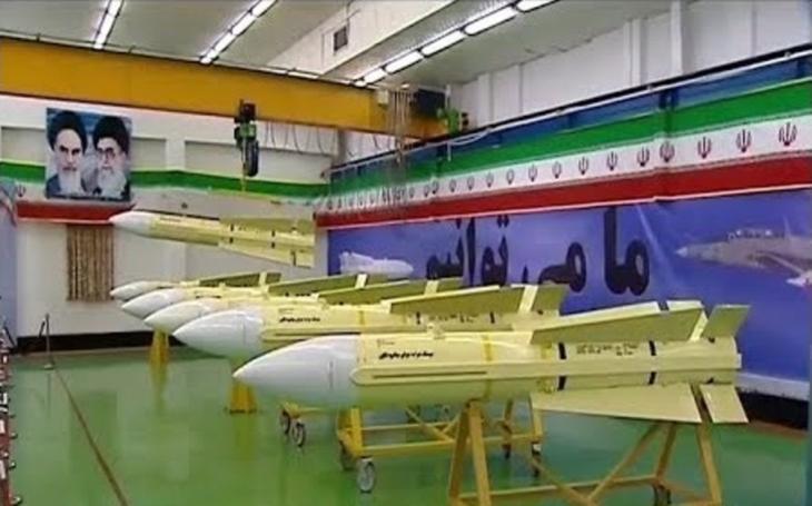 Íránská protiletadlová střela dlouhého dosahu Fakkur-90 ve výrobě
