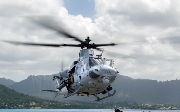 Tendr na nové vrtulníky: jistí si budoucí velvyslanec ČR při NATO Landovský podporou amerických helikoptér svou funkci?