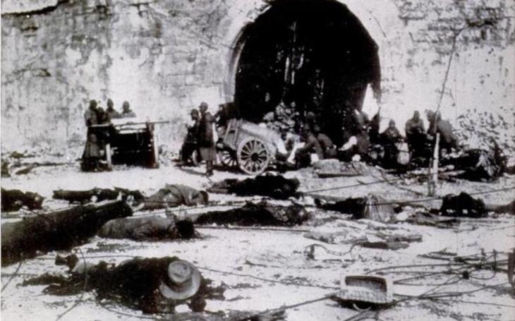 V roce 1937 se z Nankingu stala jedna velká jatka. Japonci zde krutě zmasakrovali Číňany