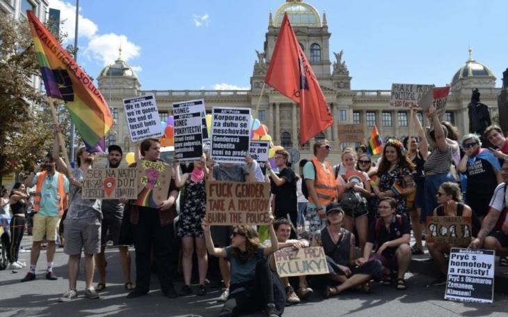 Na Prague Pride vyzývali k upalování policistů. Už padlo první oznámení