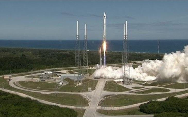 Rusové vyhrožují, že Spojeným státům stopnou dodávky raketových motorů pro rakety Atlas V