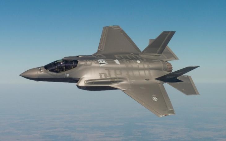 Americká F-35 je moc komplikovaná, drahá a potřebuje odladit, tvrdí ruský vojenský expert