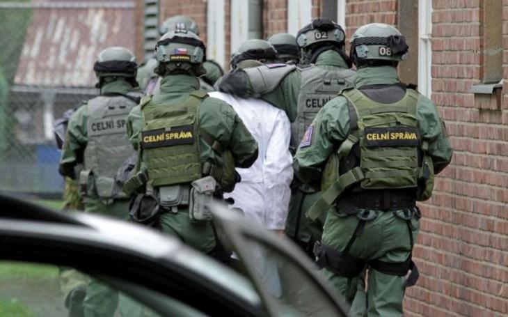 """Policejní prezidium proti celní správě: Kvůli """"živnosťáku"""" vyrazila celníka neoprávněně"""