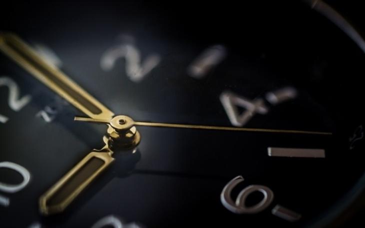 Juncker: Evropská komise navrhne zrušení střídání času