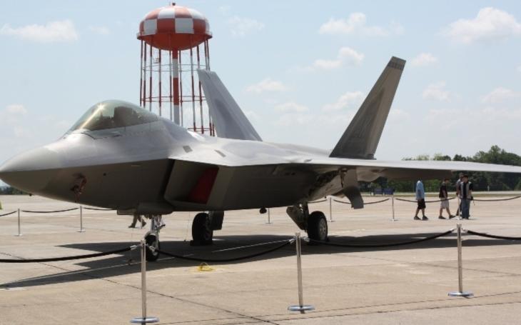 National Interest - Lockheed Martin chce přijít s novou verzí F-22. Ta si má ,,vypůjčit&quote; prvky z F-35