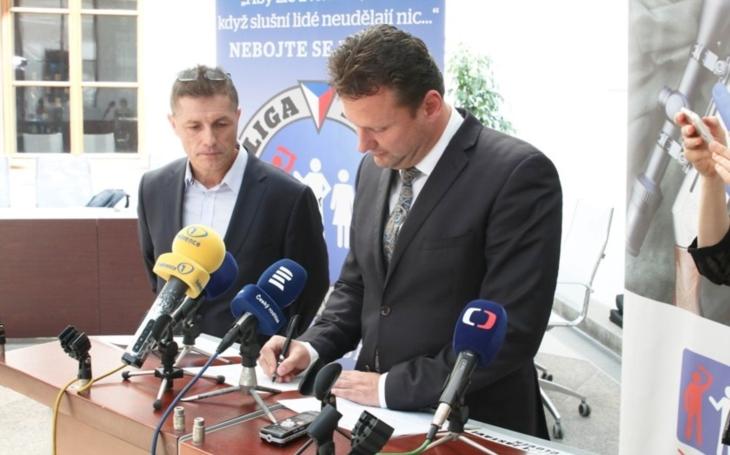 LIGA LIBE pokračuje ve své práci - petici proti kontroverzní směrnici z Bruselu podepsal předseda sněmovny Radek Vondráček