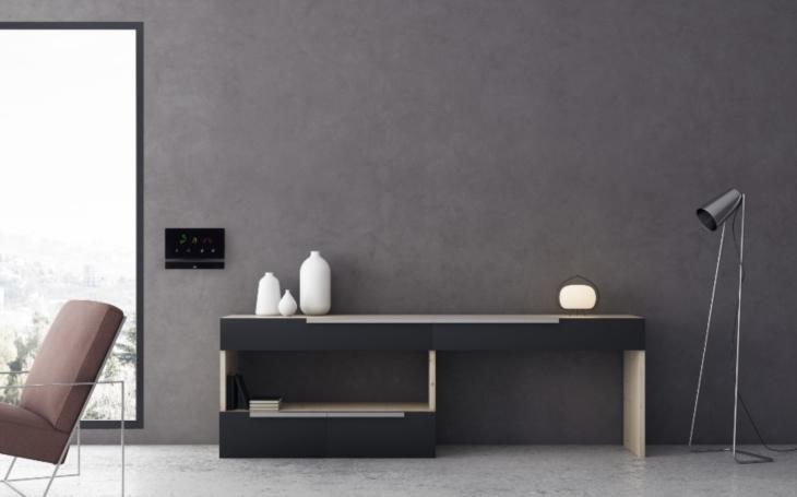 Elegantní vnitřní odpovídací jednotka 2N® Indoor Talk zajistí kvalitní audio spojení s návštěvníky u dveří