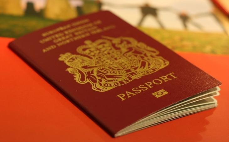 Novináři prý objevili podle čísel pasů další možné agenty GRU