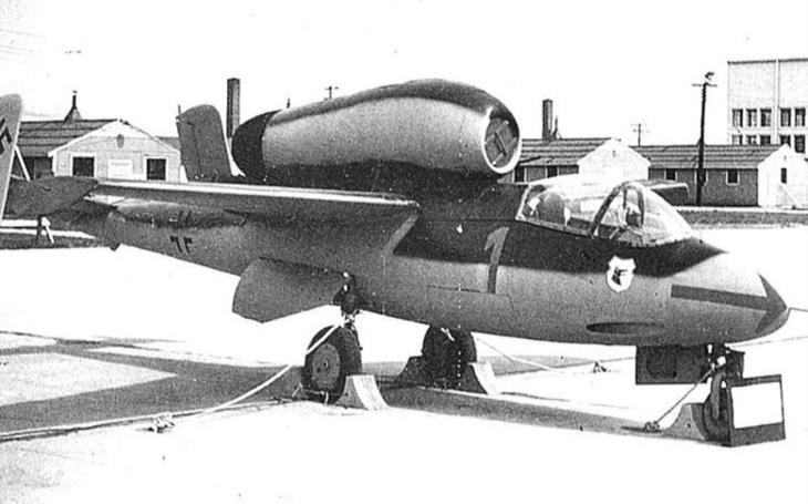 Heinkel He 162 - Hitlerův nepovedený dřevěný ,,zázrak&quote; měly pilotovat děti