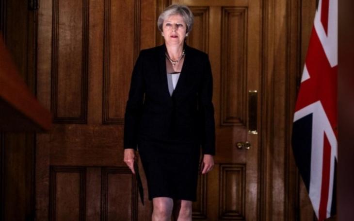 Mayová doma hájila svůj brexitový plán, Barnier vyzval ke klidu